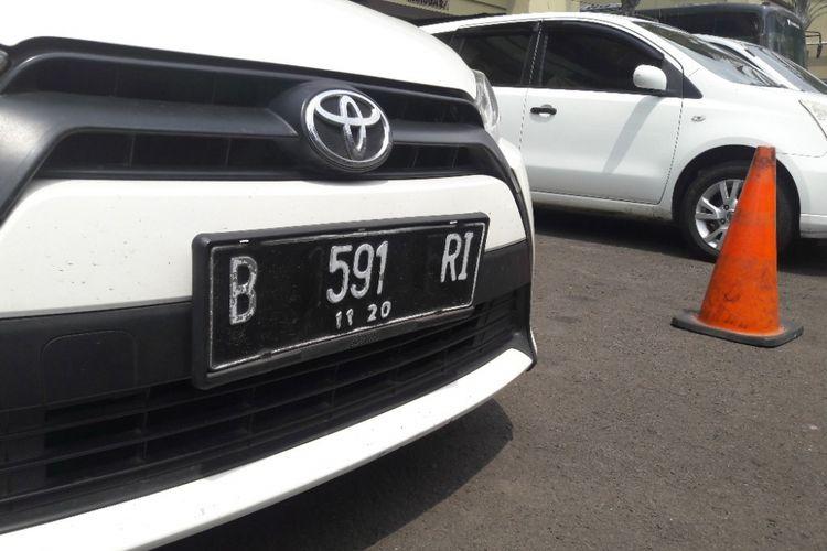 Plat nomor mobil milik Mulyadi yang dipalsukan oleh TA dan EBP