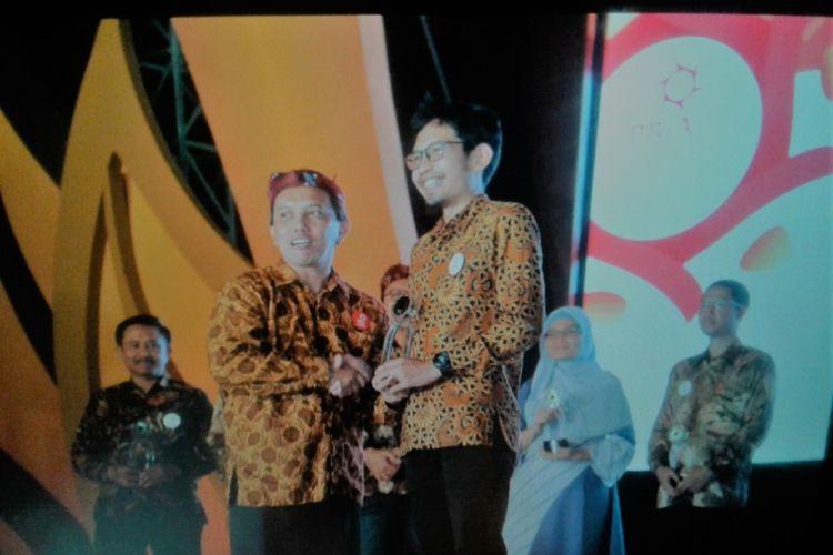 Kota Semarang meraih penghargaan tiga kategori sekaligus, yaitu Kategori Pemerintah Kota terpopuler, Owned Media, serta program PR. Penghargaan tersebut diserahkan oleh CEO PR Indonesia dalam ajang PR Indonesia Award 2018 yang digelar di sepanjang Jalan Tunjungan Surabaya, Kamis (29/3/2018).