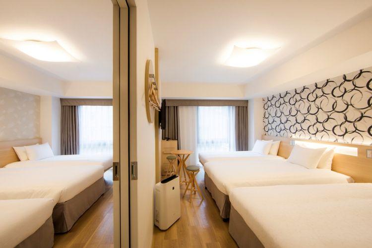 Tipe kamar Standard Twin with Extra Bed (connecting) yang masih jarang ditemukan di hotel-hotel lainnya di areal ini.