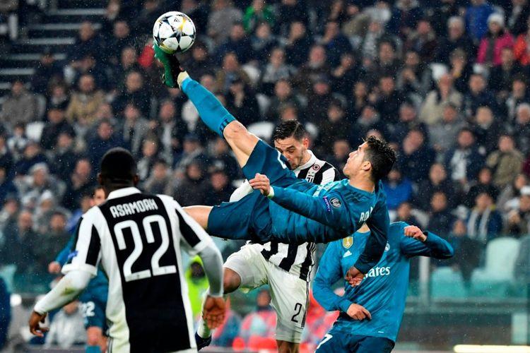 Gol akrobatik Cristiano Ronaldo menandai kemenangan Real Madrid atas Juventus di Stadion Allianz, Selasa (3/4/2018).