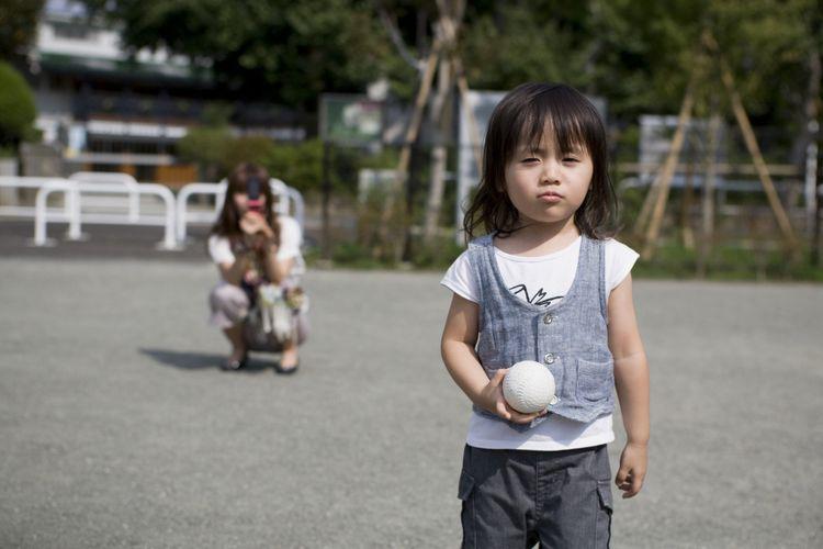 Ilustrasi memotret anak