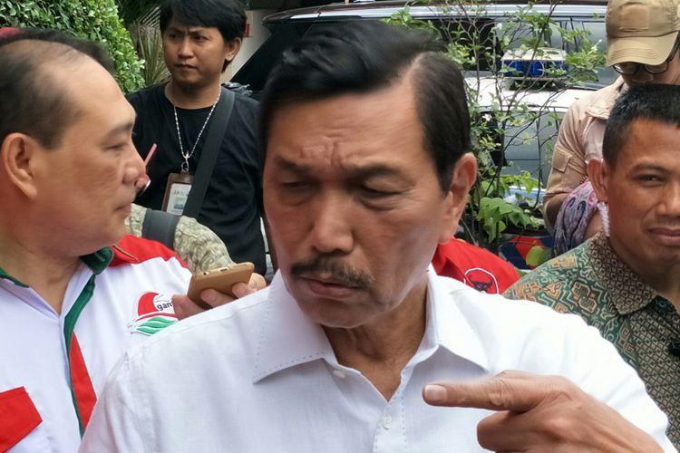 Menteri Koordinator Bidang Kemaritiman, Luhut Binsar Pandjaitan ketika ditemui di Kantor DPP PDI-P Lenteng Agung, Jakarta, Minggu (8/4/2018)