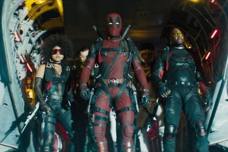 Ryan Reynolds, Terry Crews, Bill Skarsgard, Lewis Tan, and Zazie Beetz beraksi dalam Deadpool 2 (2018).