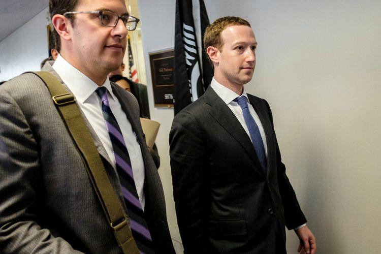 Pendiri sekaligus CEO Facebook Mark Zuckerberg (kanan) dijadwalkan memberi kesaksian di kongres Amerika Serikat terkait skandal kebocoran data pengguna Facebook, hari Rabu (11/4/2018).