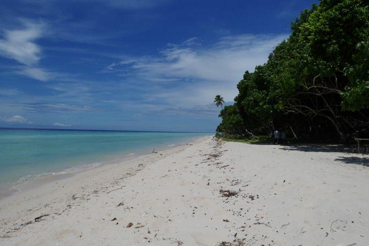 Tanjung Waka salah satu destinasi wisata di Pulau Sula, Kepulauan Sula, Maluku Utara, Jumat (13/4/2018).
