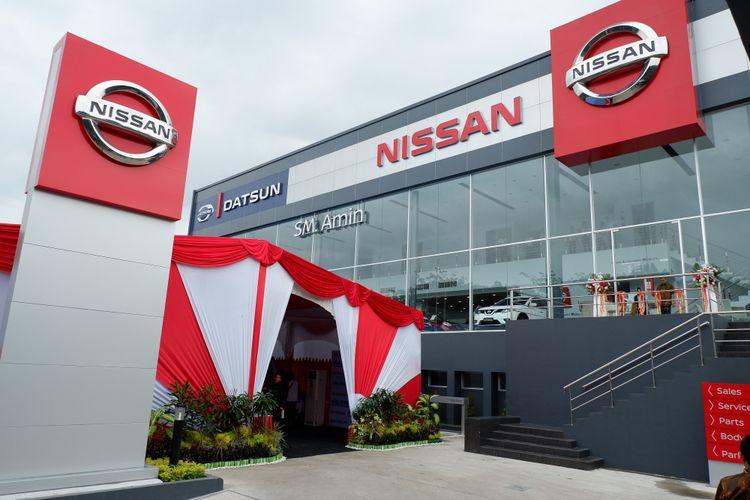 Diler Nissan-Datsun SM Amin di Pekanbaru, Riau, yang mengusung desain baru Nissan Retail Concept diresmikan Senin (16/4/2018).