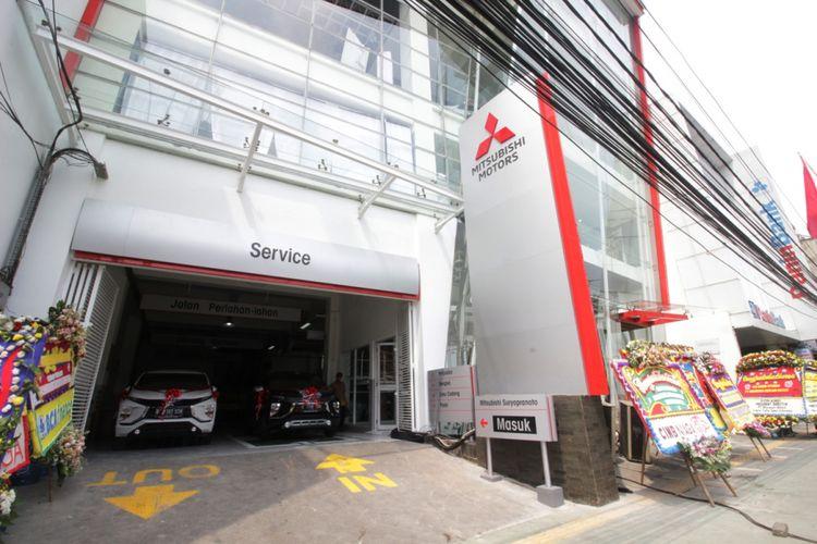Mitsubishi Motors Krama Yudha Sales Indonesia (MMKSI) meresmikan diler baru, Nusantara Berlian Motors ? Suryopranoto, di Jakarta Pusat, Senin (16/4/2018).