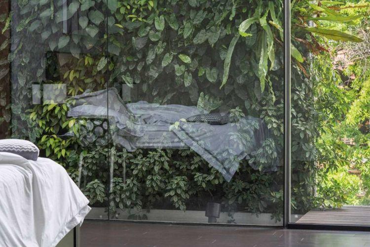 Jendela rumah minimalis  Ik_House di Jakarta karya Studio Air Putih.