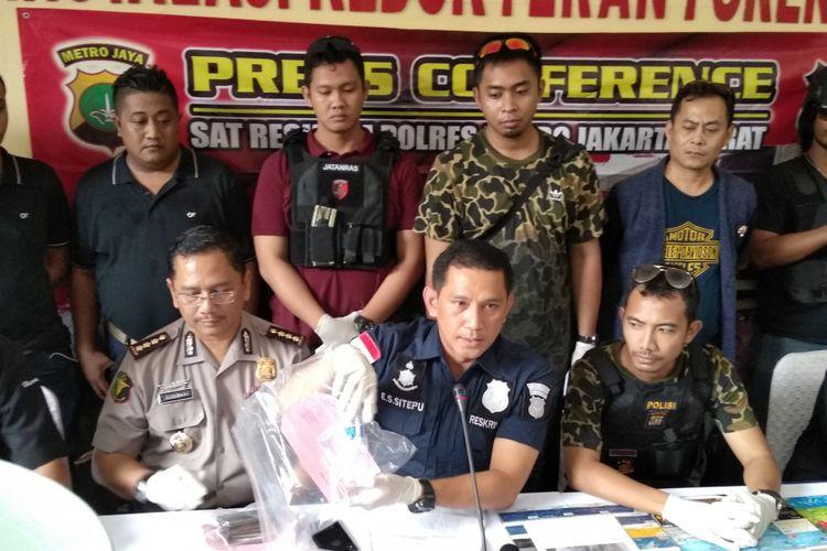 Kepolisian Jakarta Barat tembak mati pelaku spesialis ganjal ATM minimarket, Senin (23/4/2018)