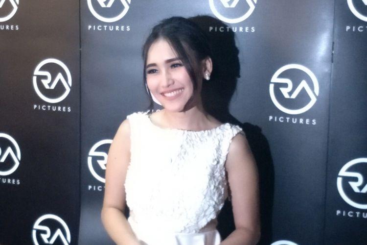 Ayu Ting Ting dalam wawancara di Dapur Seafood, Pantai Mutiara, Jakarta Utara, Sabtu (21/4/2018) malam.