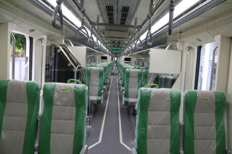 Penampakan kursi dan interior Kereta Rel Diesel (KRD) Bandara Adi Soemarmo Solo buatan PT Industri Kereta Api (Inka). Gambar diambil pada Selasa (8/5/2018).