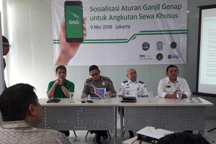 Grab Indonesia menyelenggarakan sosialisasi aturan ganjil genap untuk pengemudi angkutan sewa khusus di Cyber 2 Tower, Kuningan, pada Rabu (9/5/2018).