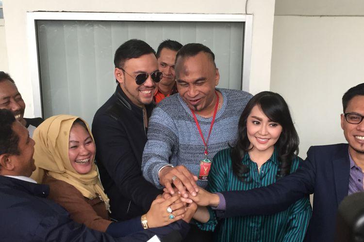 Tessa Kaunang dan Sandy Tumiwa di Pengadilan Negeri (PN) Jakarta Selatan, Selasa (15/5/2018).