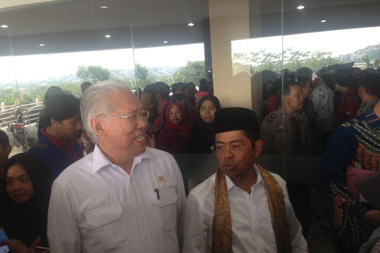 Menteri Perdagangan Enggartiasto Lukita bersama Menteri Sosial Idrus Marham seusai acara di Semarang, Rabu (16/5/2018)
