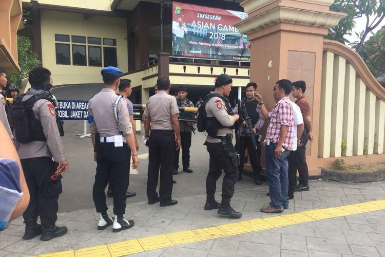 Keamanan Polres Jaktim diperketat, Jakarta (17/5/2018)