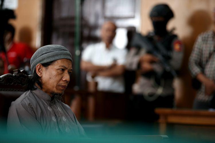 Terdakwa kasus teror bom Thamrin Aman Abdurrahman menjalani sidang di Pengadilan Negeri Jakarta Selatan, Jumat (18/5/2018). Ia dituntut hukuman mati oleh jaksa penuntut umum (JPU) karena dianggap sebagai pihak yang bertanggung jawab saat aksi teror di Jalan MH Thamrin, Jakarta Pusat, awal 2016.