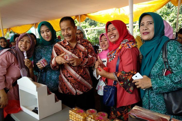 Penjabat Walikota Ruddy Gandakusumah saat membuka bazaar ramadhan Jumat (18/5/2018)