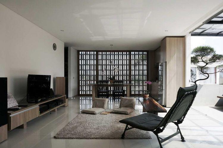 Desain ruang santai The Mighty Mini di Bandung karya Eben.