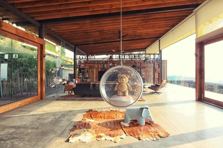 Desain ruang santai Revahouse di Semarang karya Revano Satria.