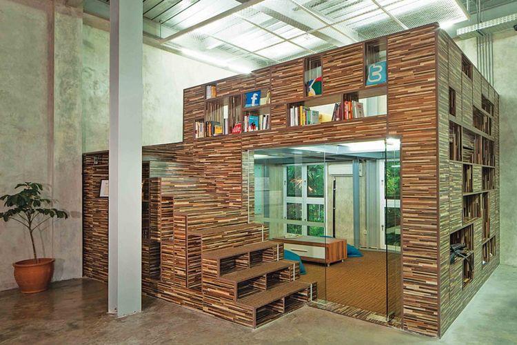 Desain ruang santai Maverick Office di Jakarta karya Jerry M. Febrino.
