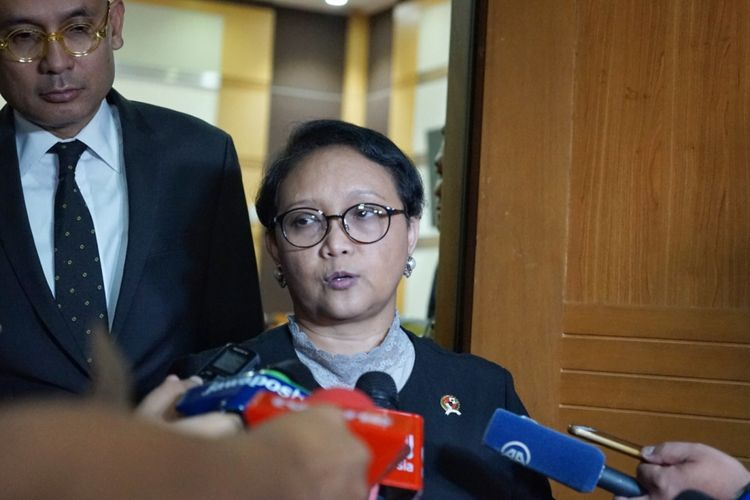 Menteri Luar Negeri Retno Marsudi saat ditemui seusai Rapat Kerja dengan Komisi I DPR, di Kompleks Parlemen, Senayan, Jakarta, Kamis (31/5/2018).(KOMPAS.com/KRISTIAN ERDIANTO)
