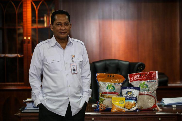 Direktur Utama Perum Bulog Komjen (Purn) Budi Waseso berpose setelah wawancara khusus dengan Kompas.com di Kantor Pusat Perum Bulog, Jakarta, Kamis (31/5/2018).
