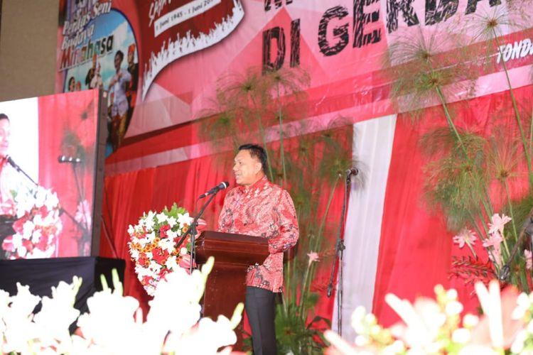 Gubernur Sulawesi Utara, Olly Dondokambey, meluncurkan buku berjudul Mengawal Indonesia di Gerbang Pasifik di Minahasa, Jumat (1/5/2   018)