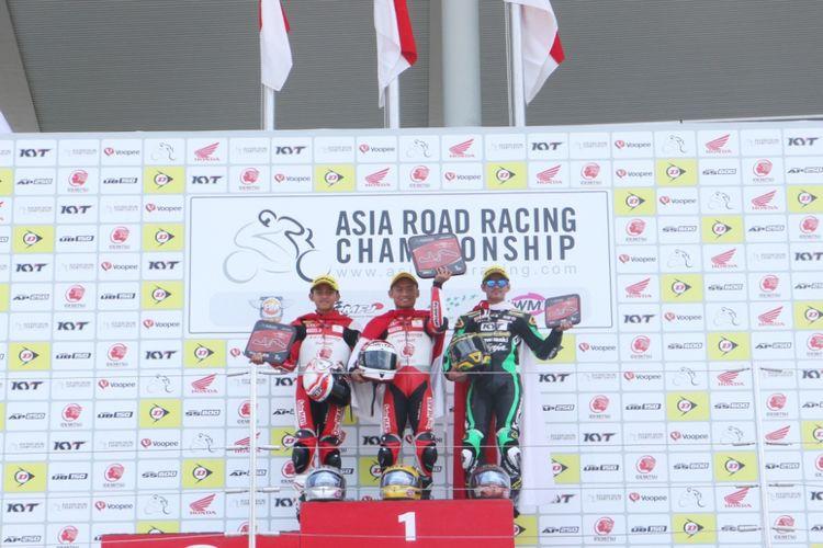 Pebalap AHRT Mario Suryo Aji dan Rheza Danica berhasil meraih podium satu dan podium dua kelas AP250 pada balap kedua ARRC 2018 di Suzuka Circuit, Suzuka, Jepang (3/6/2018).