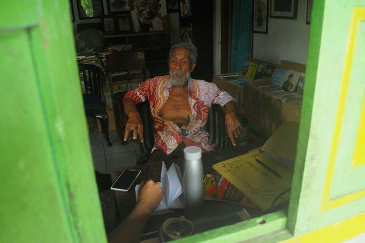 Soesilo Toer saat ditemui Kompas.com di rumahnya di Jalan Sumbawa Nomor 40, Kelurahan Jetis, Kabupaten Blora, Jawa Tengah, Kamis (31/5/2018) sore.