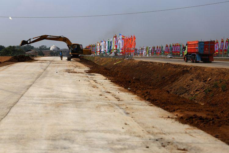 Kondisi pembangunan tempat istirahat di Tol Gempol-Pasuruan, Kabupaten Pasuruan, Rabu (6/6/2018). Tol tersebut merupakan bagian dari jalan Tol Trans Jawa dengan panjang 34,15 kilometer dan beroperasi secara fungsional pada Lebaran 2018.