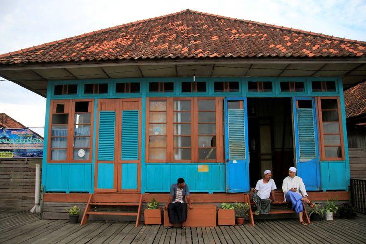 Ilustrasi Lebaran: Warga Palembang keturunan Arab bersiap menjalankan ibadah Sholat Idul Fitri di Musholah Kampung Al-Munawar, Kecamatan Seberang Ulu II, Palembang, Sumatera Selatan, Minggu (25/6).
