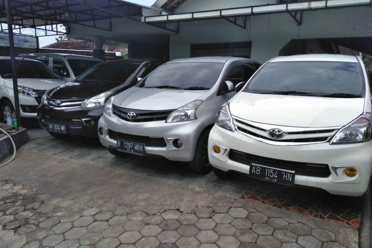 Jejeran Mobil Yang disewakan milik Metro 38, Gunungkidul, Yogyakarta. Saat Libur lebaran Laris Disewa Para Pemudik