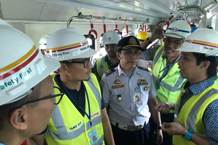 Wakil Gubernur DKI Jakarta mencoba LRT di kawasan Kelapa Gading, Jakarta Utara, Kamis (14/6/2018).
