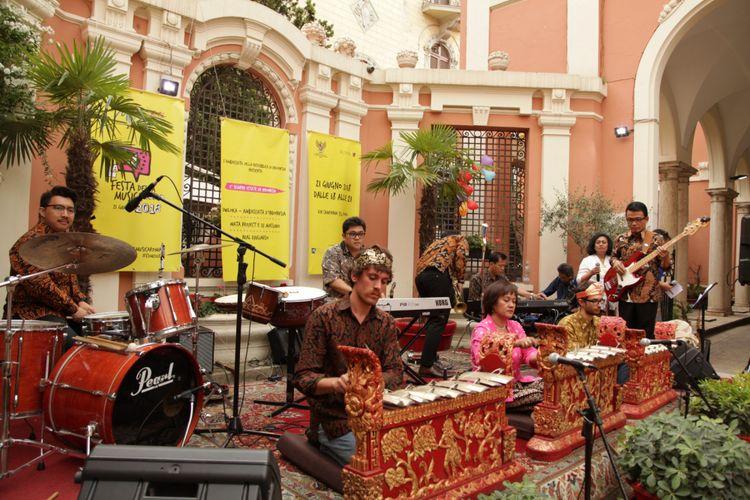 Band Dwiloka, asuhan Kedutaan Besar RI di Kota Roma, Italia