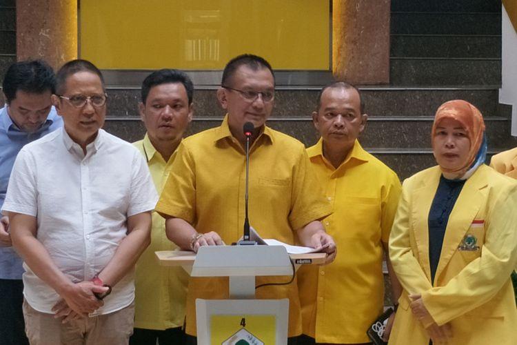 Sekjen Partai Golkar Lodewijk Friedrich Paulus saat memberikan keterangan pers di kantor DPP Partai Golkar, Slipi, Jakarta Barat, Jumat (29/6/2018).