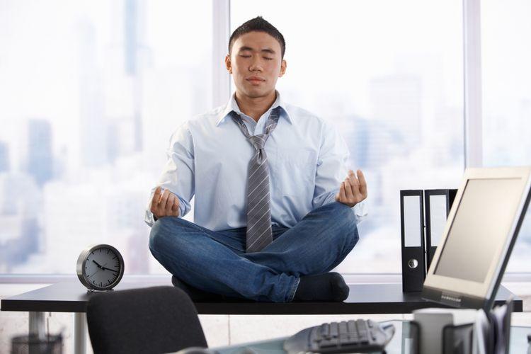 Ilustrasi meditasi di kantor