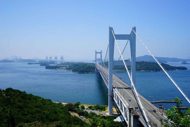 Jembatan besar Seto Ohashi yang menghubungkan prefektur Okayama dan Kagawa