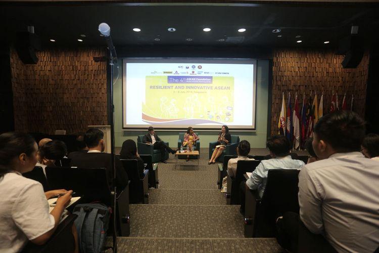 Empat belas mahasiwa Indonesia terpilih berpartisipasi dalam ASEAN Foundation Model ASEAN Meeting (AFMAM) ke-4 di Singapura 3-8 Juli 2018