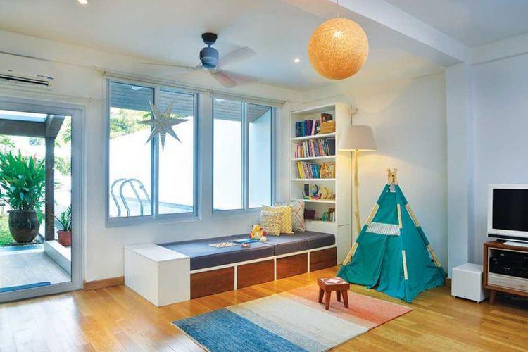 Dekorasi ruang keluarga Tsang Residence di Jakarta karya studio Tau Architect.