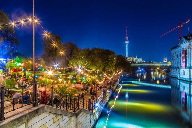 Kehidupan malam kota Berlin.