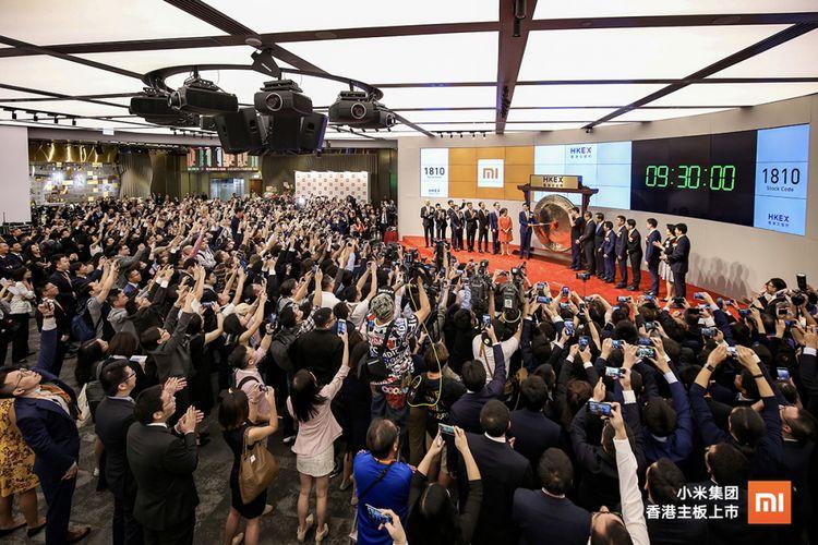 Suasana IPO Xiaomi di Bursa Saham Hong Kong, Senin (9/7/2018).