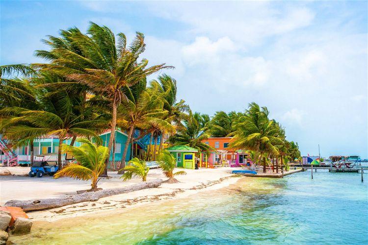 Bersantai di pulau ramah traveler, Caye Caulker.