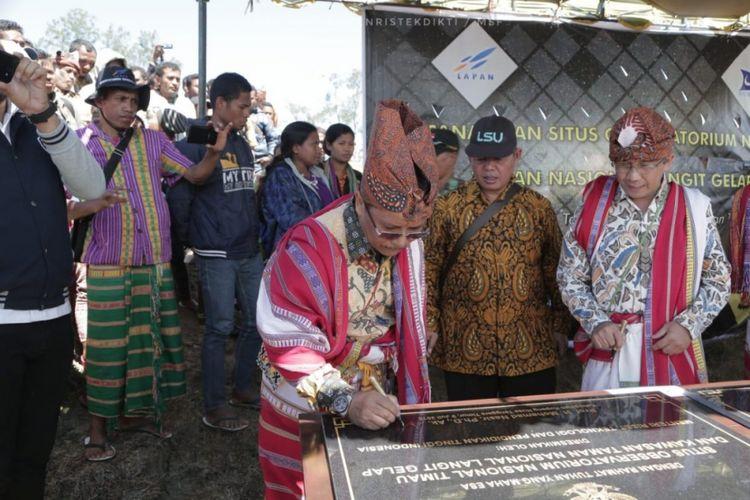 Observatorium baru mulai dibangun di pegunungan Timau, Kecamatan Amfoang Tengah, Kabupaten Kupang, Nusa Tenggara Timur (NTT). Observatorium ini disebut bakal menjadi observatorium terbesar di Asia Tenggara. Acara Pencanangan Situs Observatorium Nasional pertama milik LAPAN digelar di Amfoang pada Senin (9/7/2018).