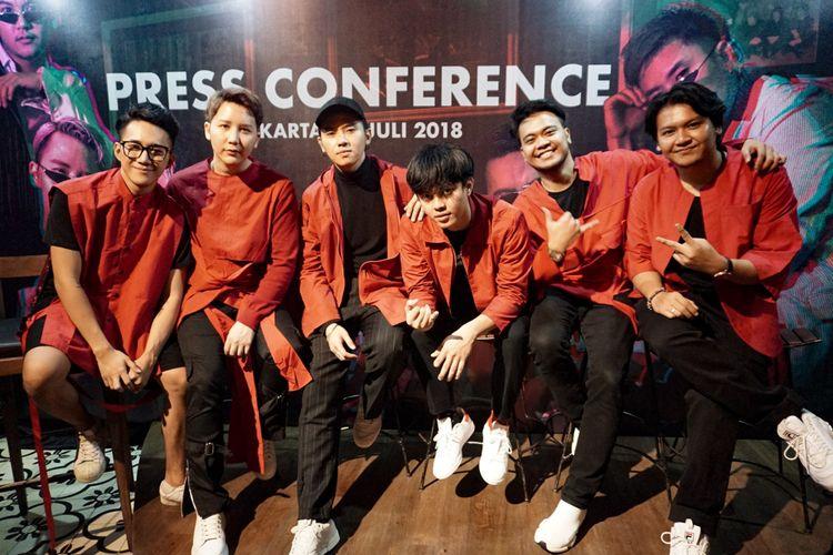 Boyband SM*SH yang beranggotakan Bisma Karisma, Rangga Moela, Dicky Prasetya, Rafael Tan, M. Reza Anugrah dan M Ilham dalam jumpa pers SM*SH is Back di Epicentrum, Rasuna Said, Kuningan, Jakarta Selatan, Rabu (11/7/2018).