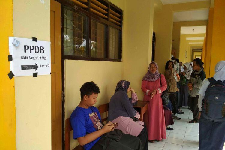 Suasana pengumuman hasil PPDB di SMAN 2 Kota Magelang, Kamis (12/7/2018).