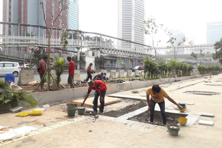 Kondisi pengerjaan di salah satu titik trotoar Sudirman-Thamrin, jumat (13/7/2018)