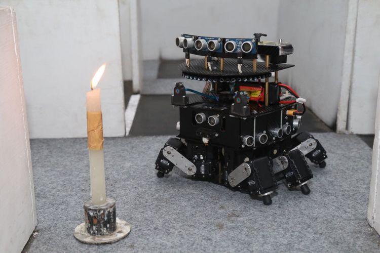 Robot Dome rakitan Tim Robot UMM yang menjuarai Kontes Robot Indonesia (KRI) kategori kontes robot pemadam api Indonesia (KRPAI)