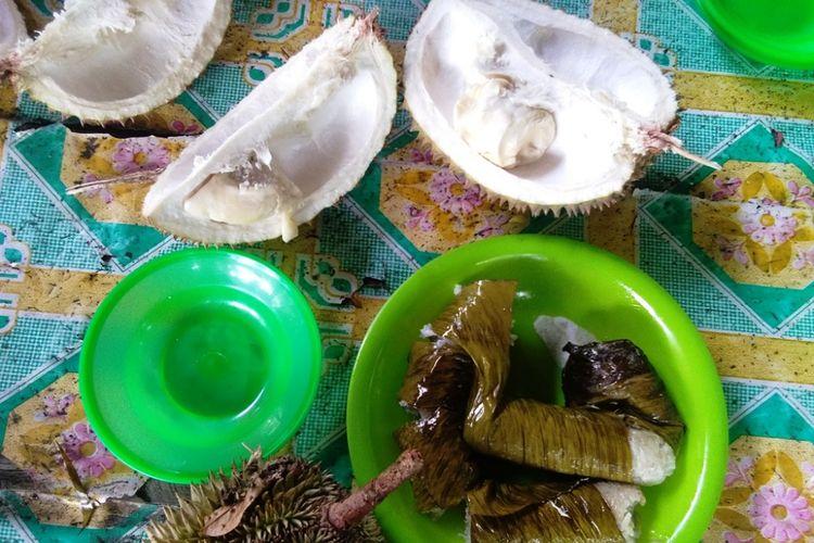 Buah durian dan lemang di Desa Mendumpang, Kecamatan Suro, Aceh Singkil