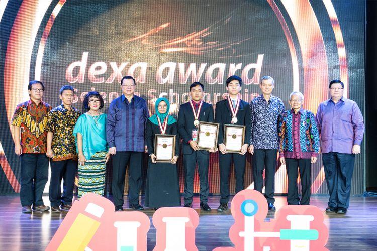 Pemenang Dexa Award Science Scholarship 2018