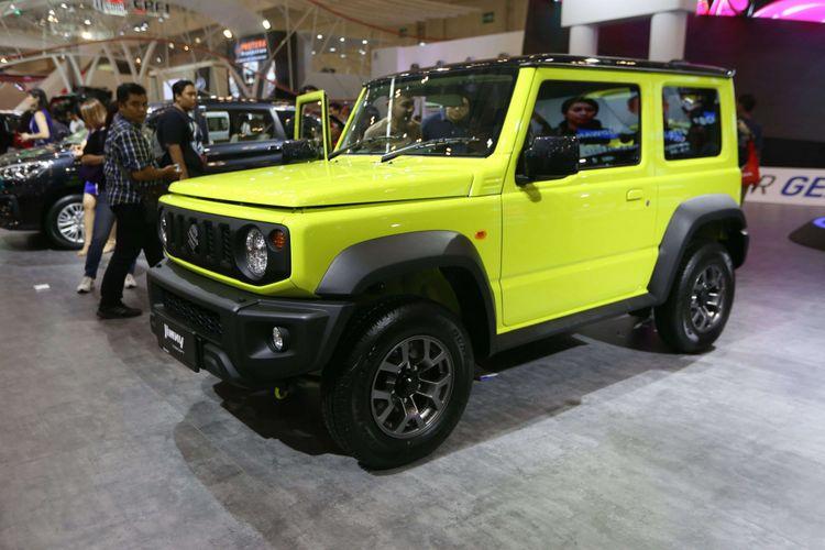 Suzuki New Jimny dipamerkan saat acara Gaikindo Indonesia Internasional Auto Show (GIIAS) 2018 di ICE BSD, Tangerang, Banten, Kamis (02/08/2018). Pada pameran otomotif GIIAS kali ini mengusung tema Beyond Mobility yaitu mobil-mobil teknologi masa depan yang diklaim ramah lingkungan, Acara ini akan berlangsung hingga 12 Agustus 2018.